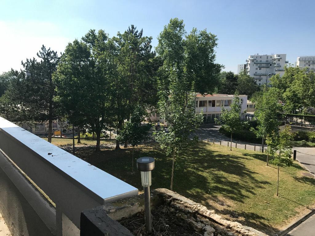 Appartement à louer 1 30.4m2 à Reims vignette-1