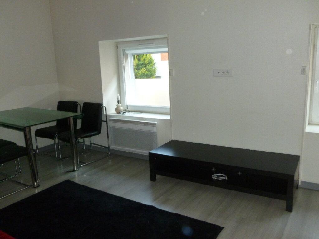 Appartement à louer 2 31.1m2 à Reims vignette-2
