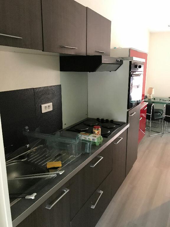 Appartement à louer 2 31.1m2 à Reims vignette-3