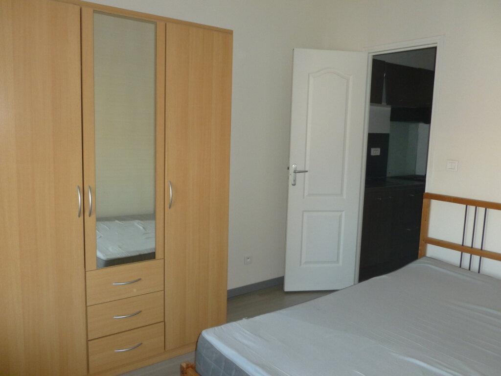 Appartement à louer 2 31.1m2 à Reims vignette-4