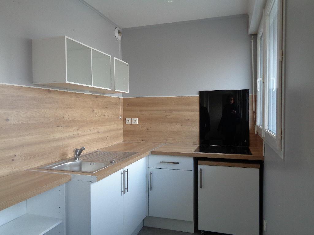 Appartement à louer 2 42.17m2 à Reims vignette-1