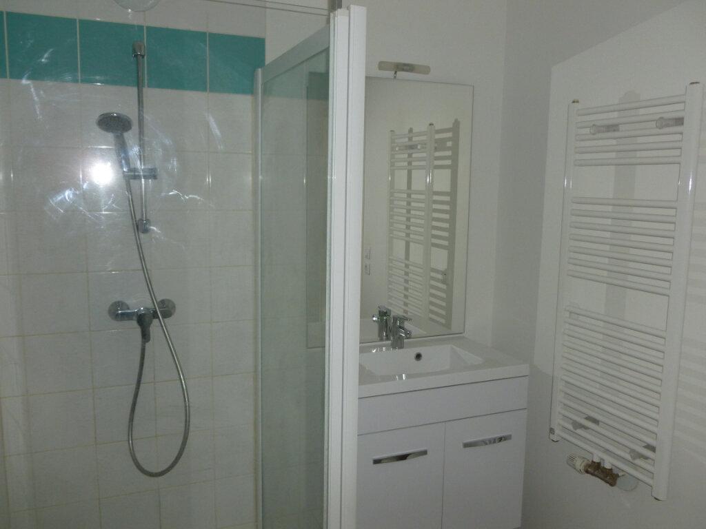 Appartement à louer 1 38.1m2 à Reims vignette-2