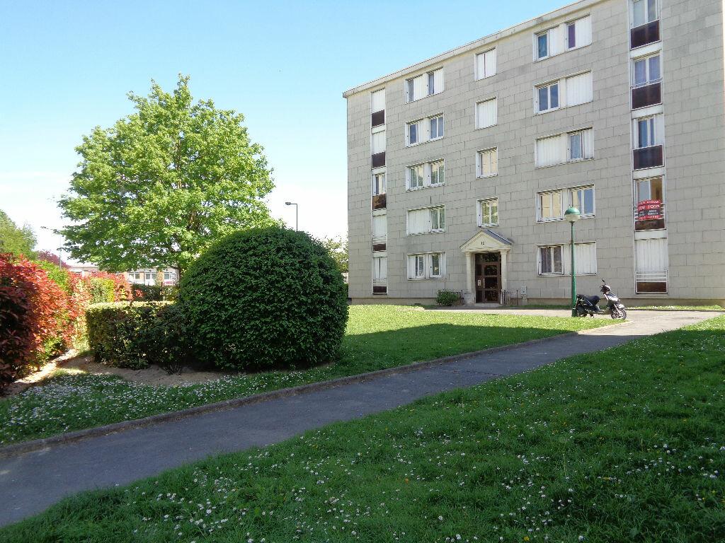 Appartement à louer 3 58.15m2 à Reims vignette-1