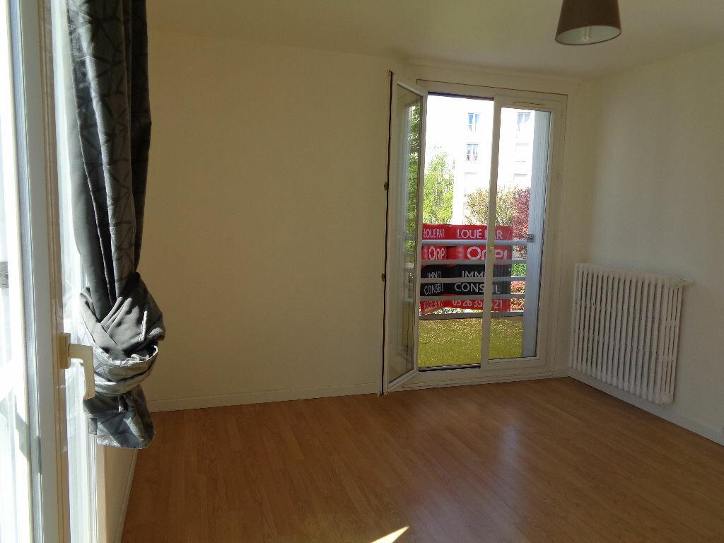Appartement à louer 3 58.15m2 à Reims vignette-2