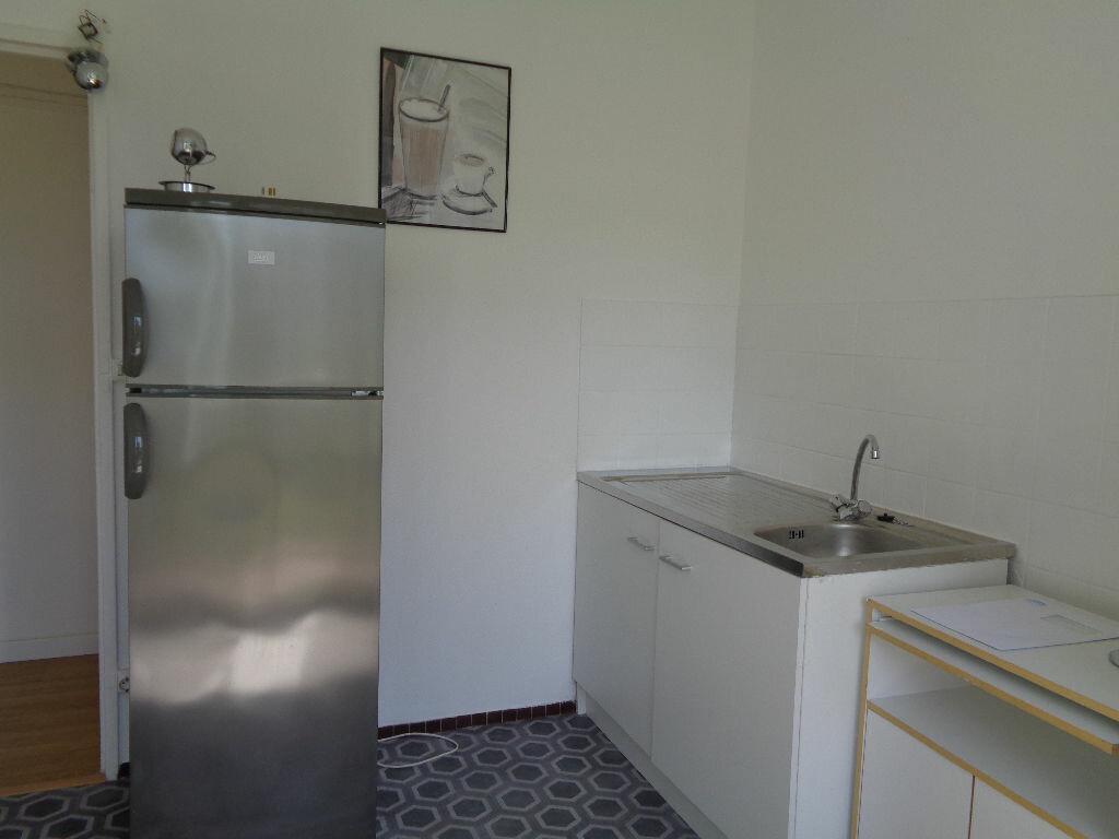 Appartement à louer 3 58.15m2 à Reims vignette-3