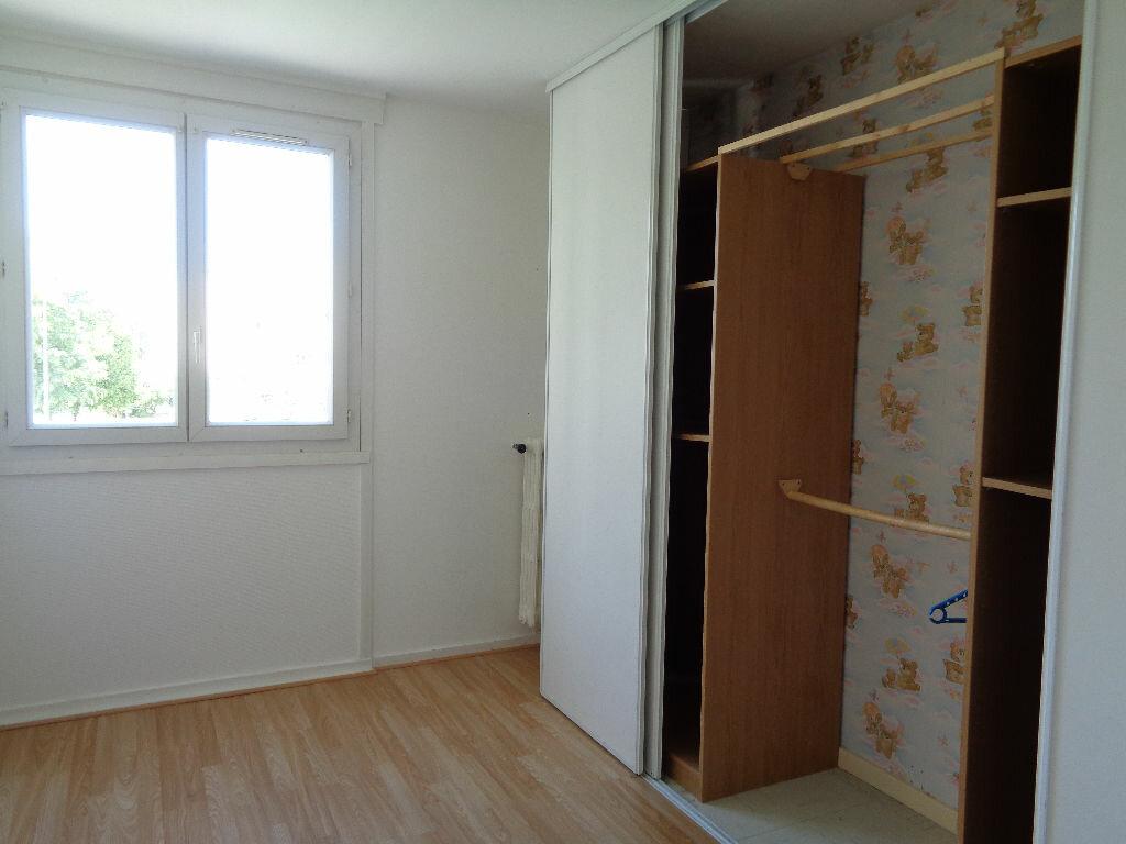 Appartement à louer 3 58.15m2 à Reims vignette-7