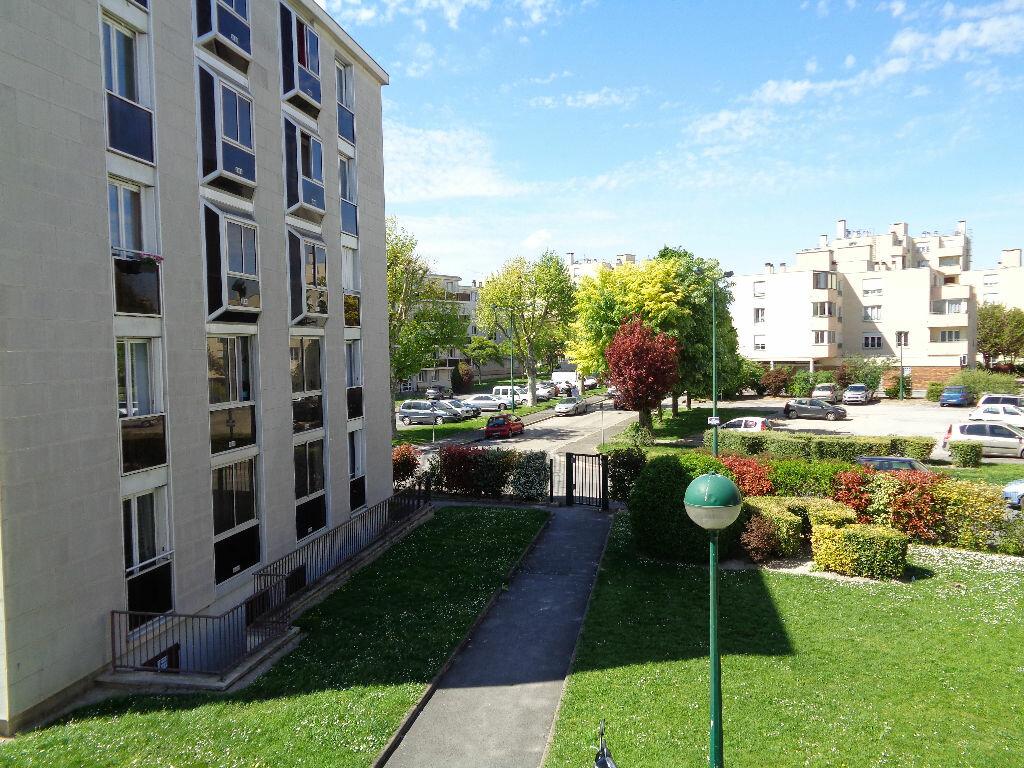 Appartement à louer 3 58.15m2 à Reims vignette-9