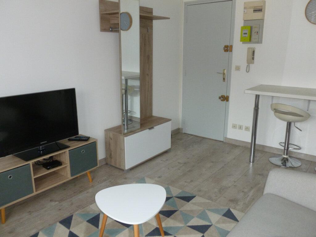 Appartement à louer 2 25.49m2 à Reims vignette-1