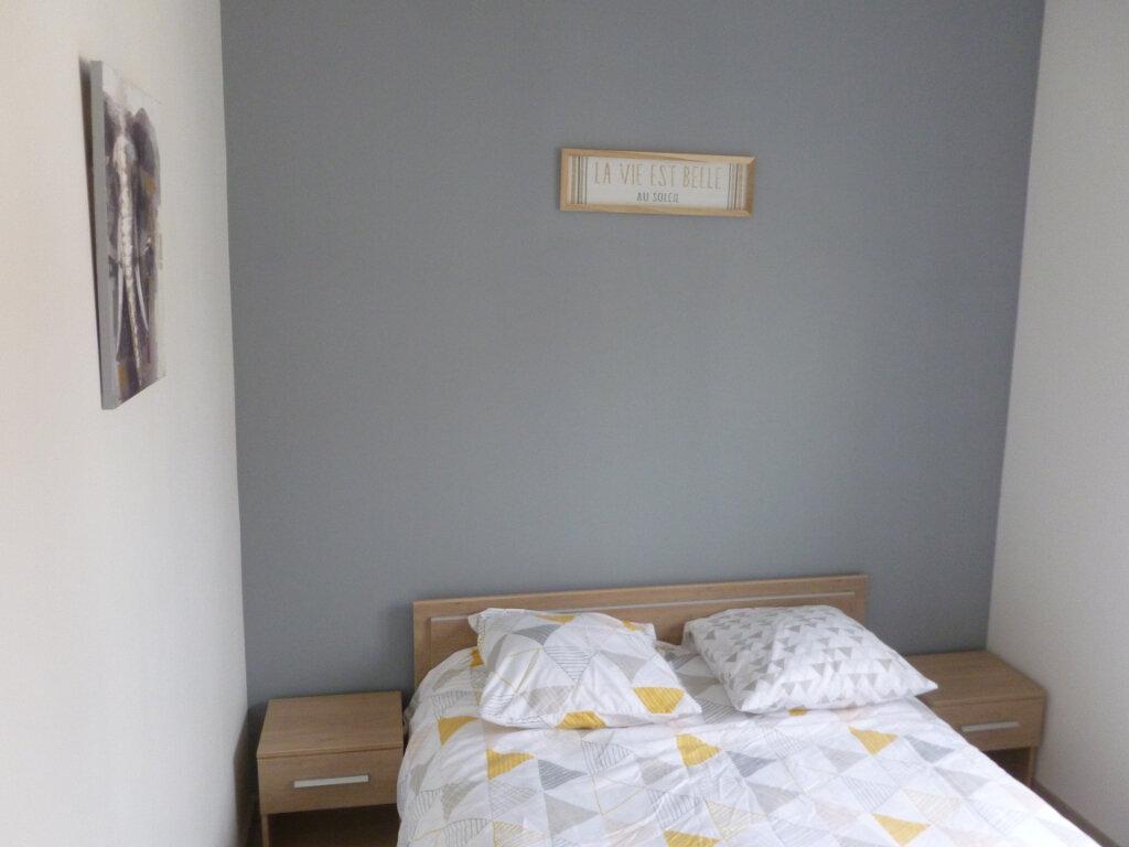 Appartement à louer 2 25.49m2 à Reims vignette-6