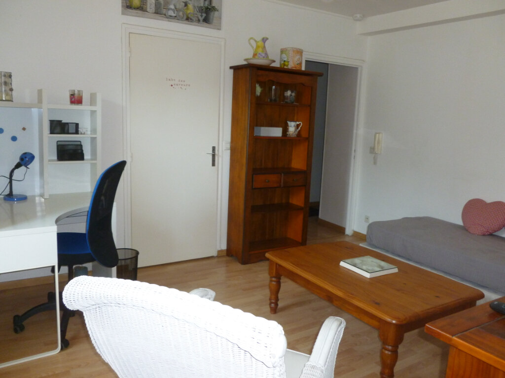 Appartement à louer 2 37m2 à Reims vignette-4