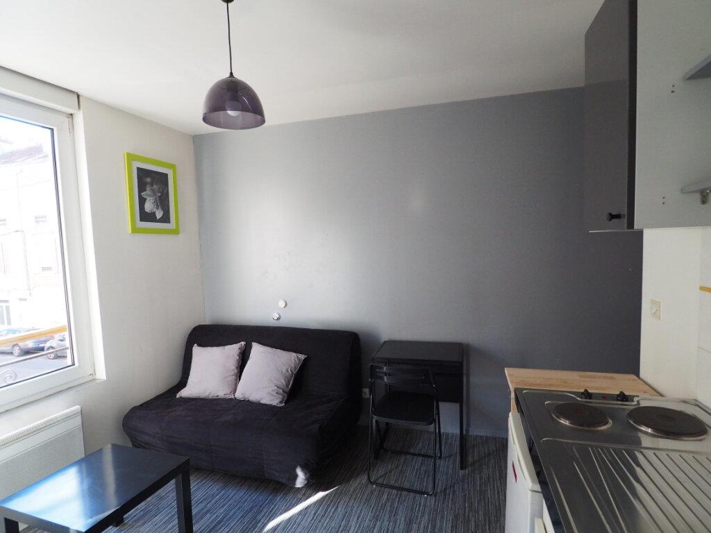 Appartement à louer 1 14.6m2 à Reims vignette-1