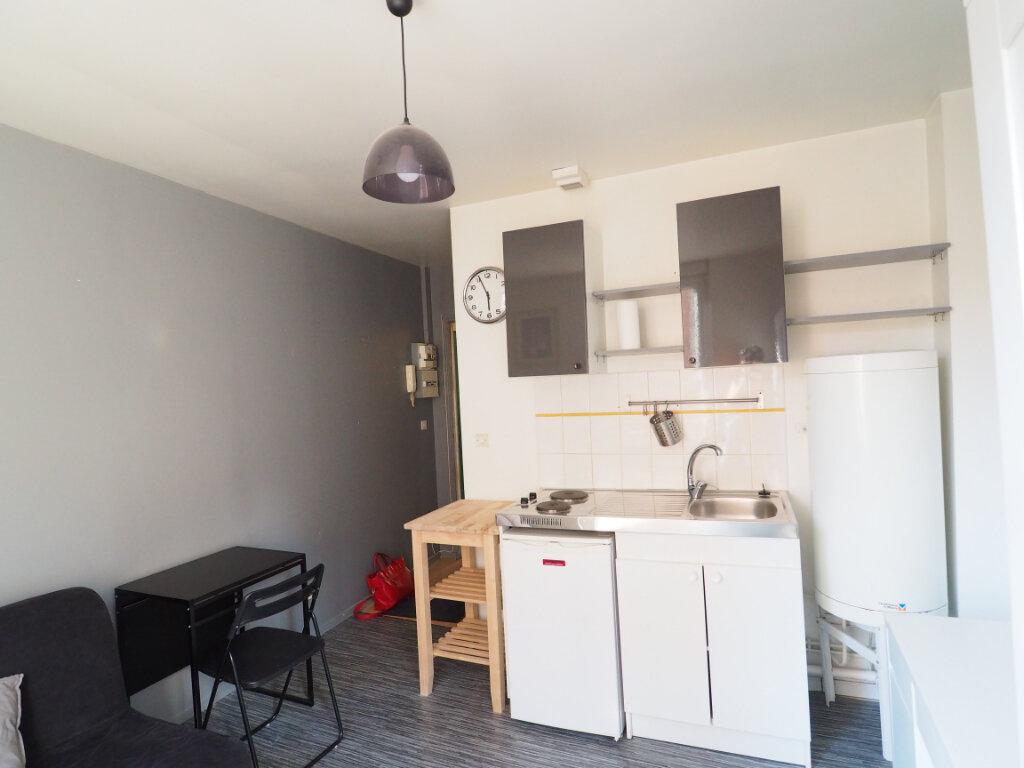 Appartement à louer 1 14.6m2 à Reims vignette-3