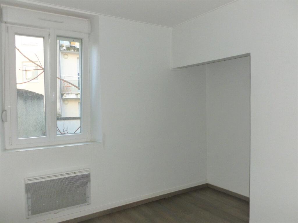 Appartement à louer 2 33.75m2 à Reims vignette-1