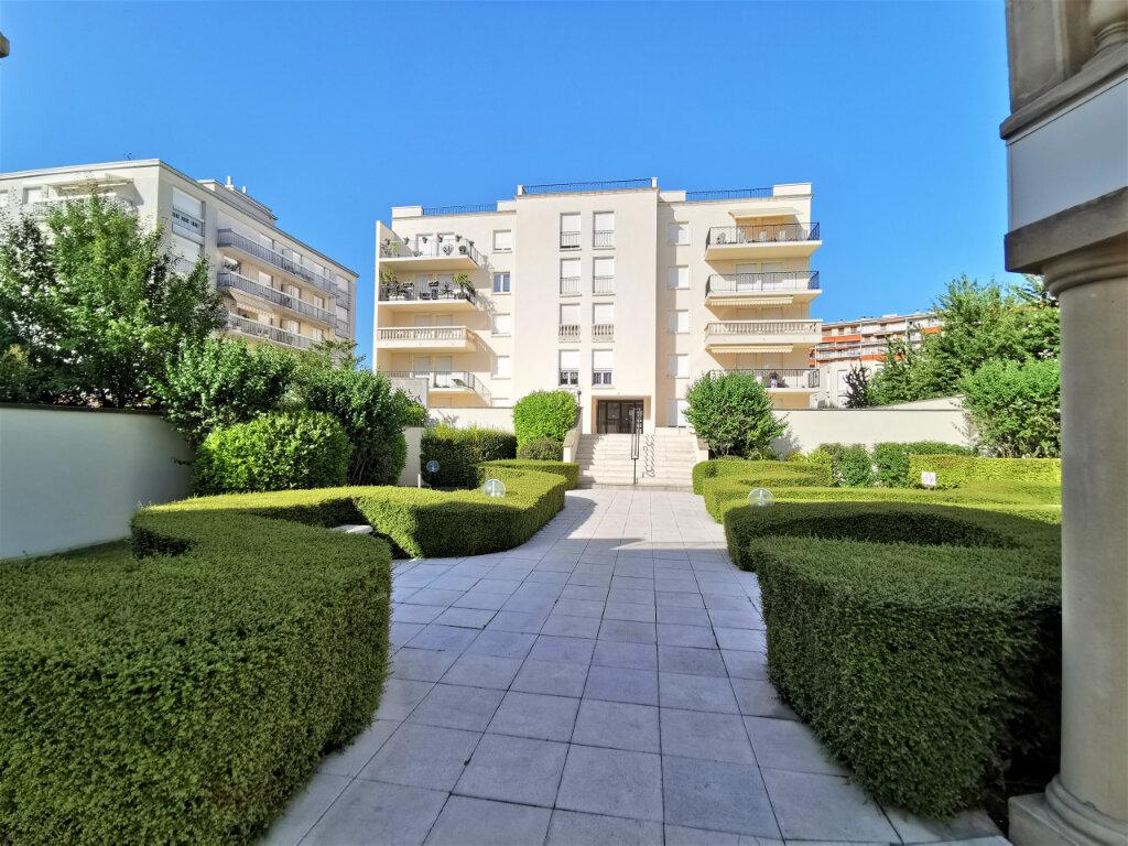 Appartement à louer 5 110.62m2 à Reims vignette-1
