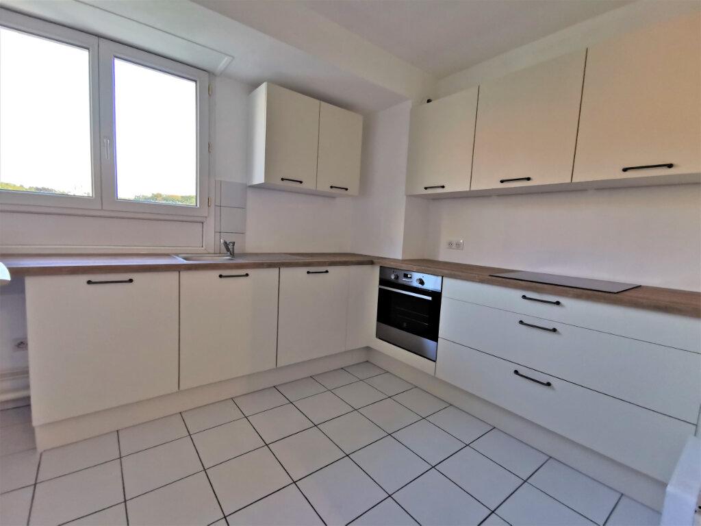 Appartement à louer 5 110.62m2 à Reims vignette-5