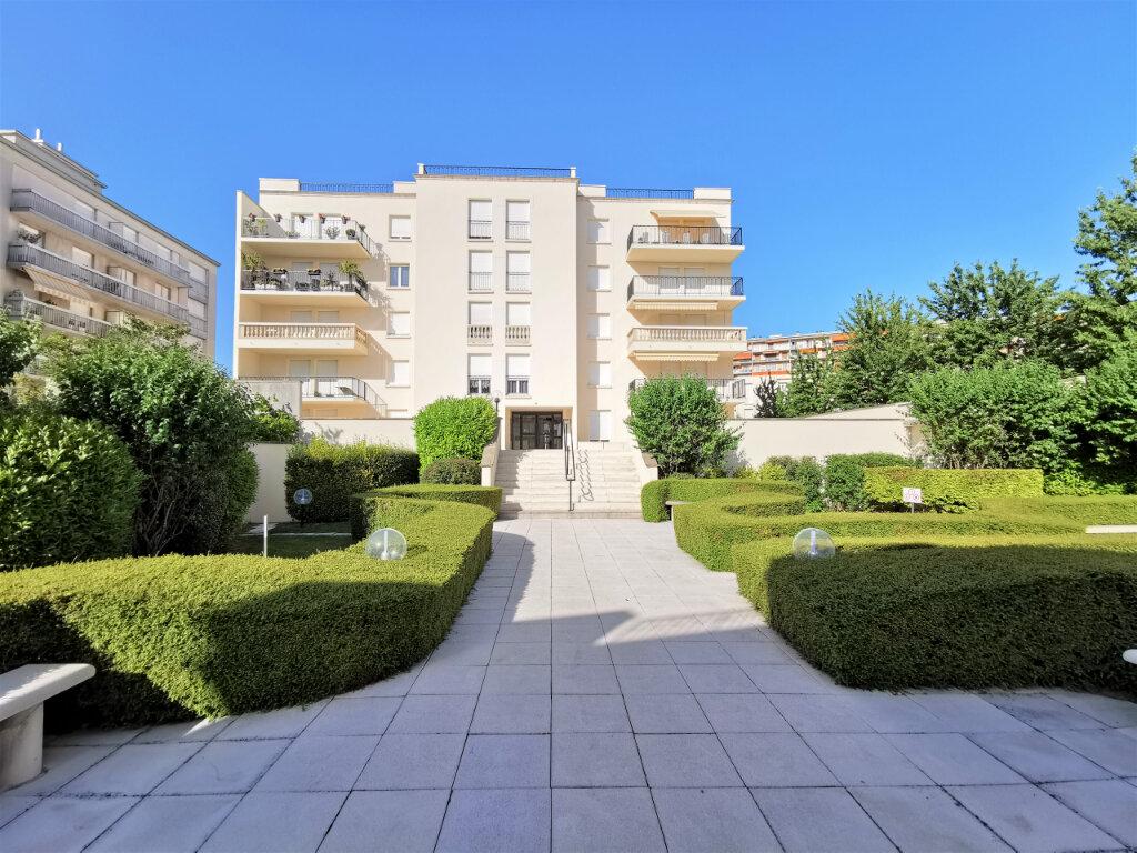 Appartement à louer 5 110.62m2 à Reims vignette-6