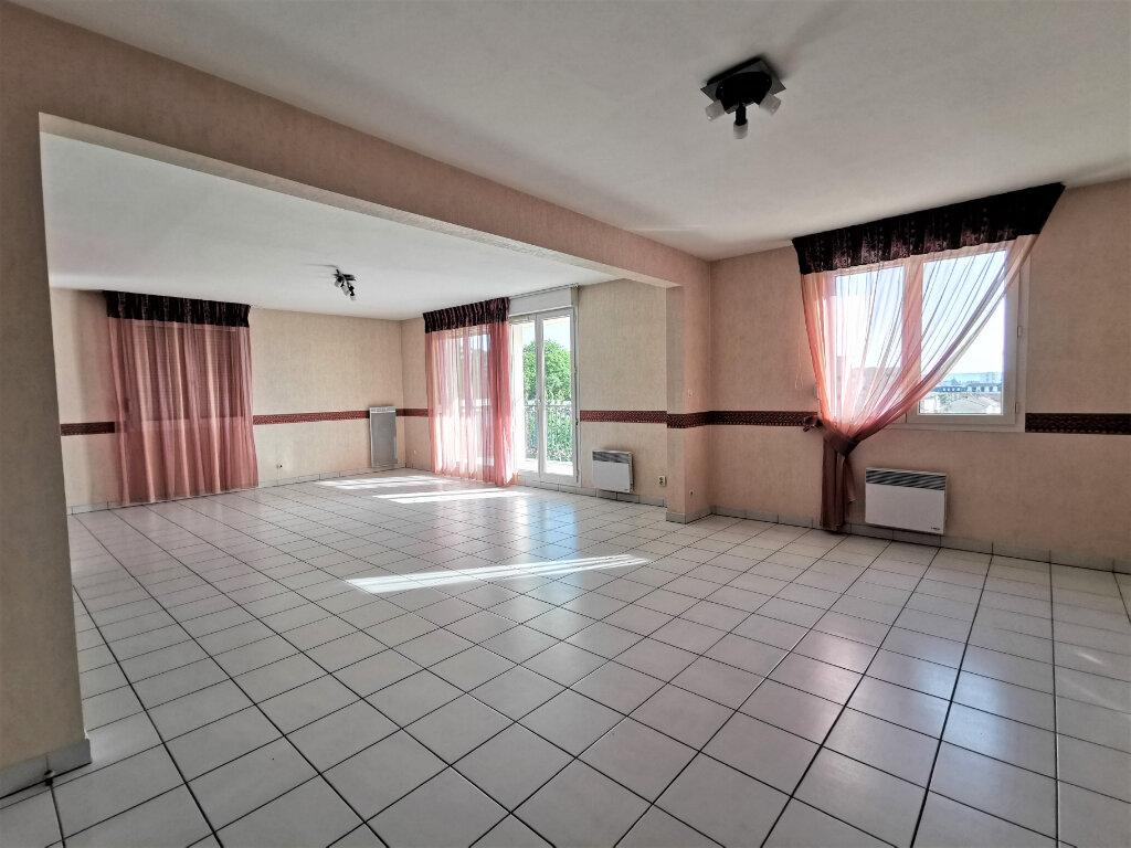 Appartement à louer 5 110.62m2 à Reims vignette-8