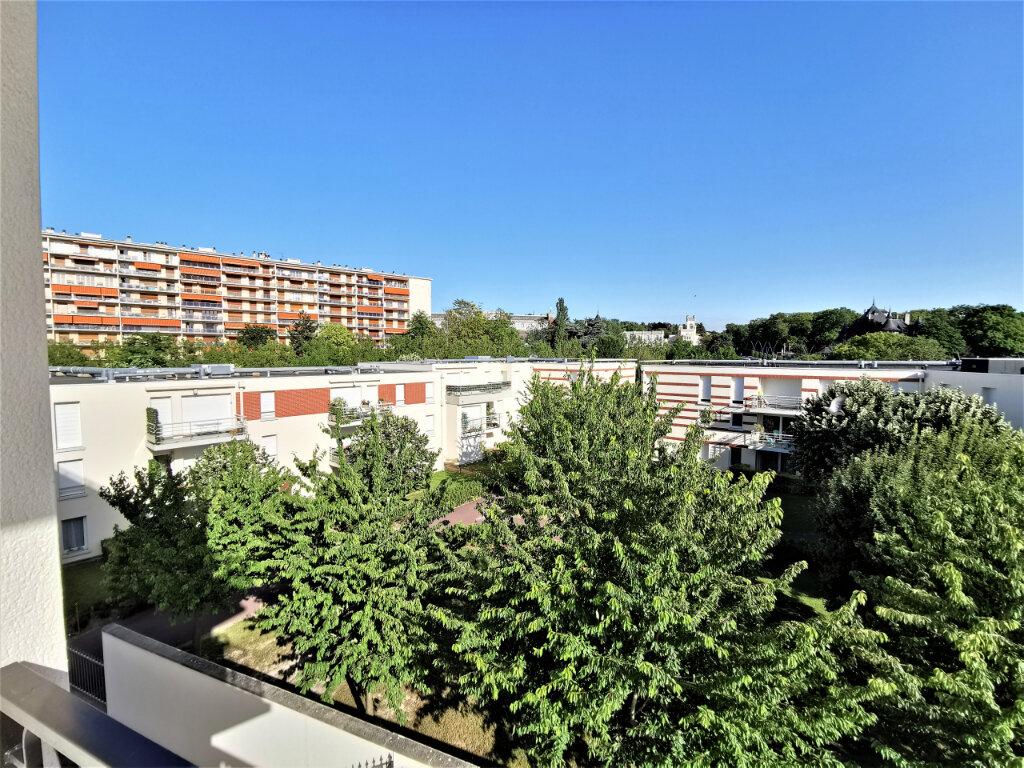 Appartement à louer 5 110.62m2 à Reims vignette-11