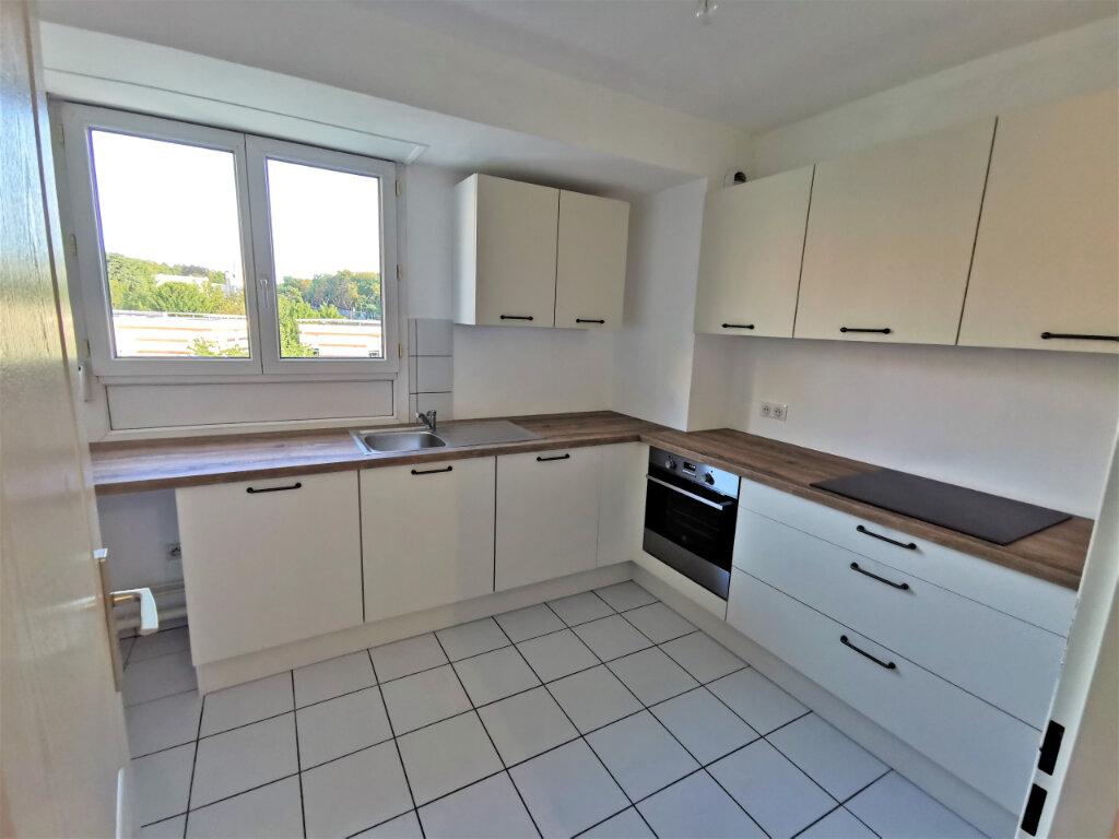 Appartement à louer 5 110.62m2 à Reims vignette-16