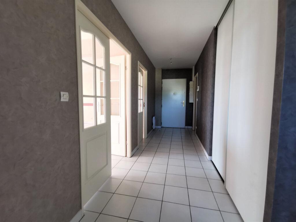 Appartement à louer 5 110.62m2 à Reims vignette-17