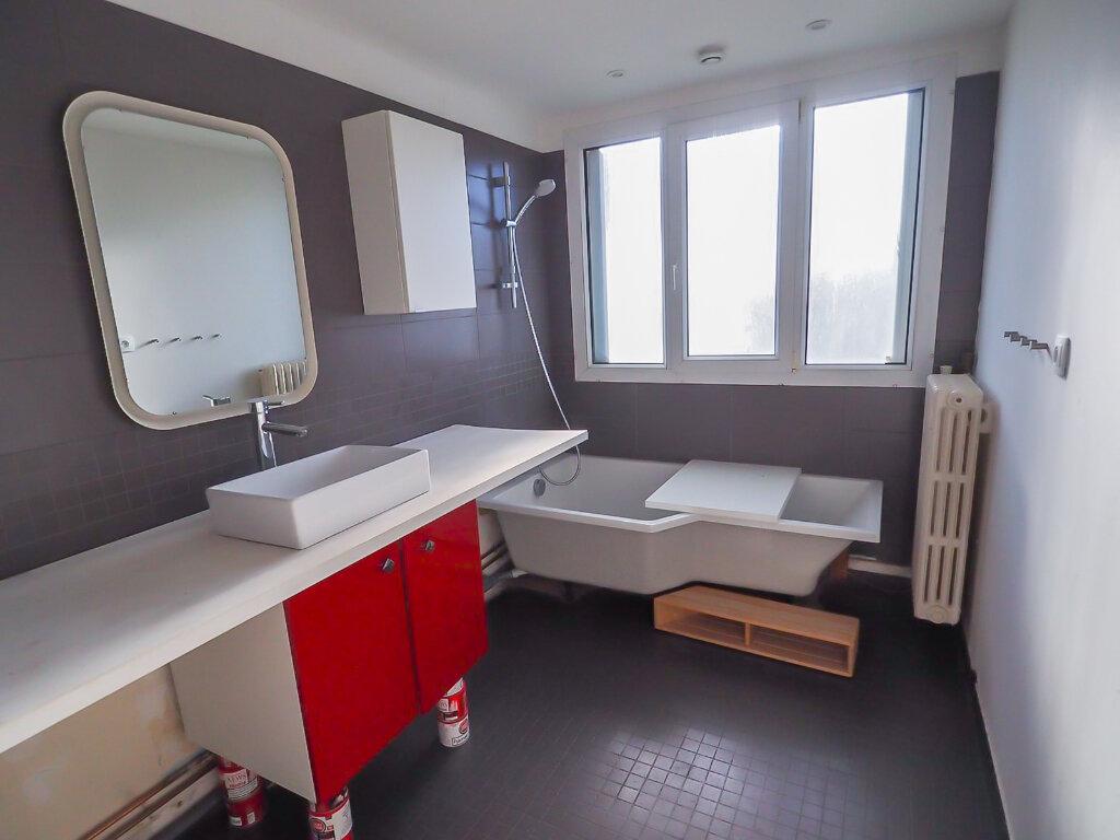 Appartement à louer 3 71.8m2 à Reims vignette-5
