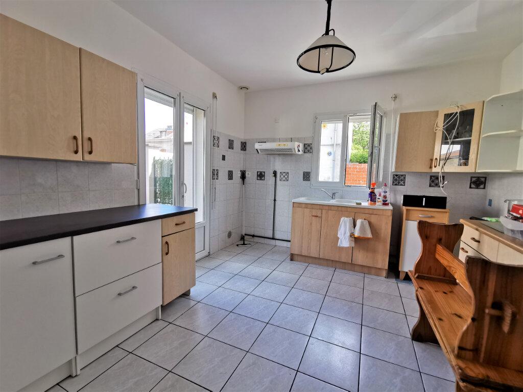 Maison à louer 5 131.74m2 à Reims vignette-2