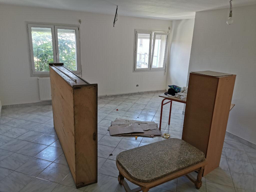 Maison à louer 5 131.74m2 à Reims vignette-11
