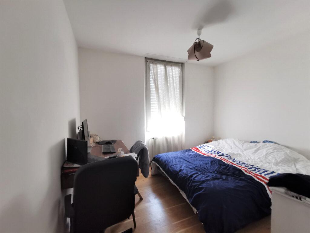 Appartement à louer 3 55.97m2 à Reims vignette-4