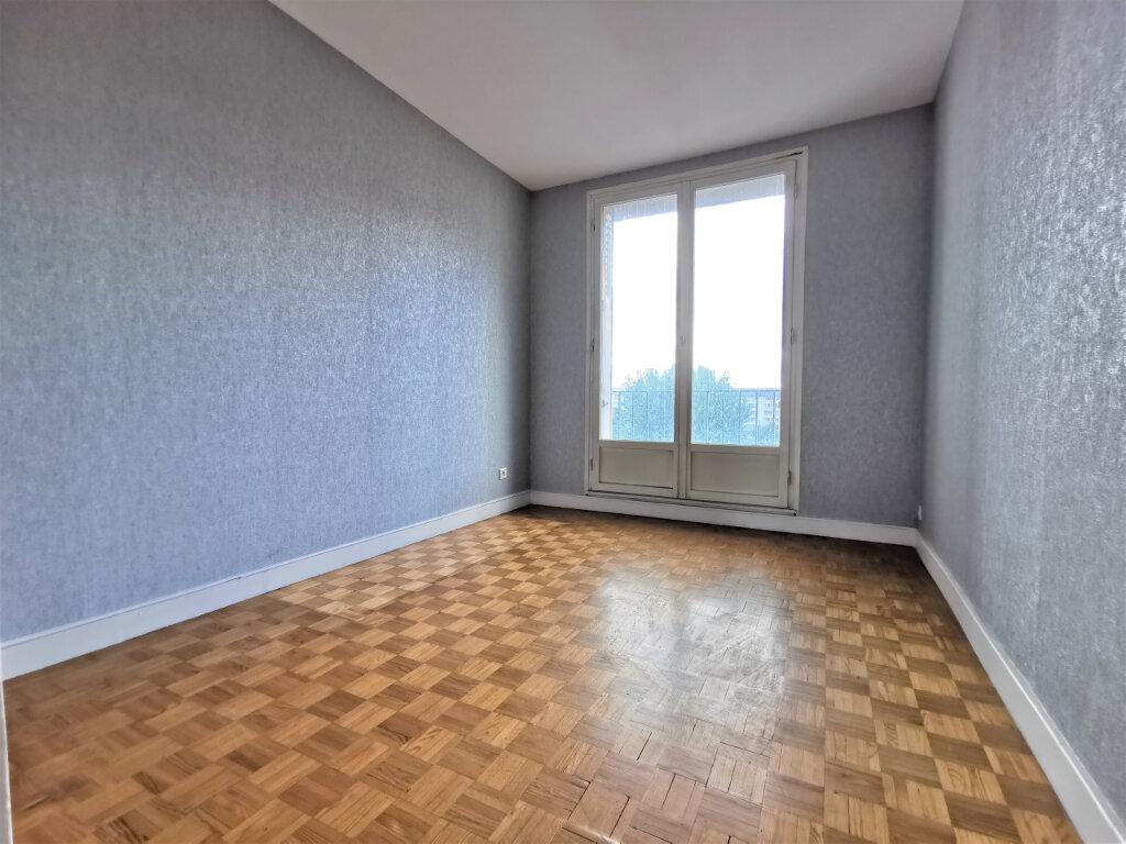 Appartement à louer 3 68m2 à Reims vignette-6