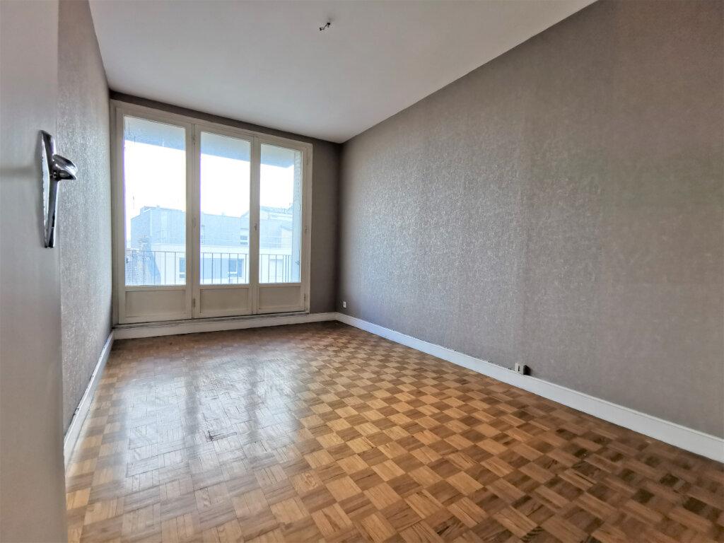 Appartement à louer 3 68m2 à Reims vignette-15