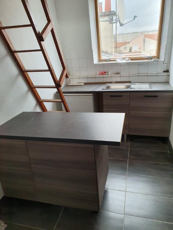 Appartement à louer 1 14.1m2 à Reims vignette-1