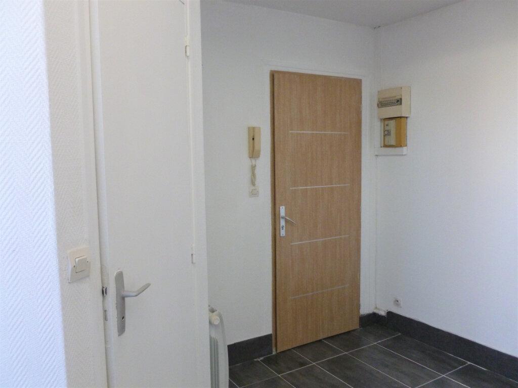 Appartement à louer 1 14.1m2 à Reims vignette-2