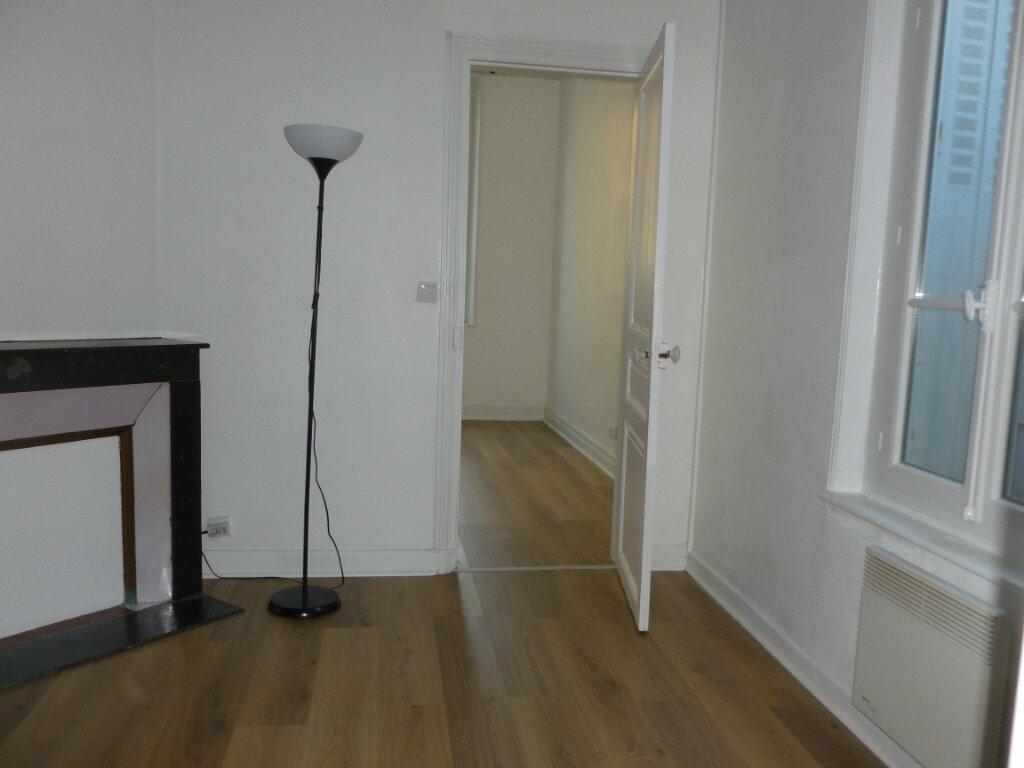 Appartement à louer 2 33.02m2 à Reims vignette-10