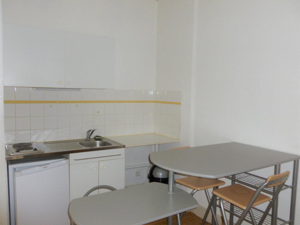 Appartement à louer 1 21.91m2 à Reims vignette-1