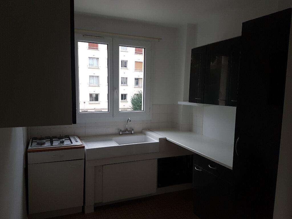 Appartement à louer 2 44m2 à Boulogne-Billancourt vignette-2