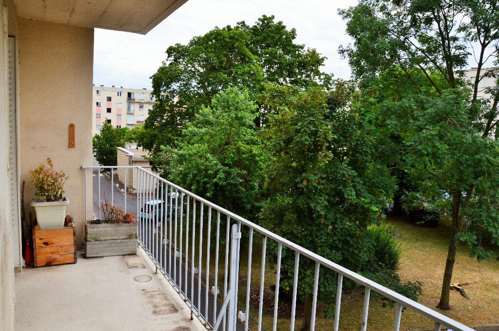 Appartement à vendre 4 63.93m2 à Rueil-Malmaison vignette-3