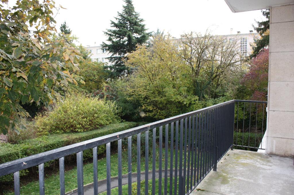 Appartement à vendre 4 104m2 à Rueil-Malmaison vignette-1