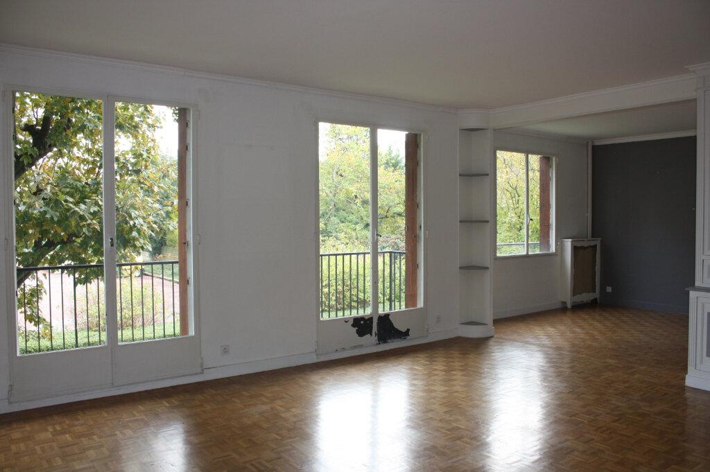 Appartement à vendre 4 104m2 à Rueil-Malmaison vignette-2