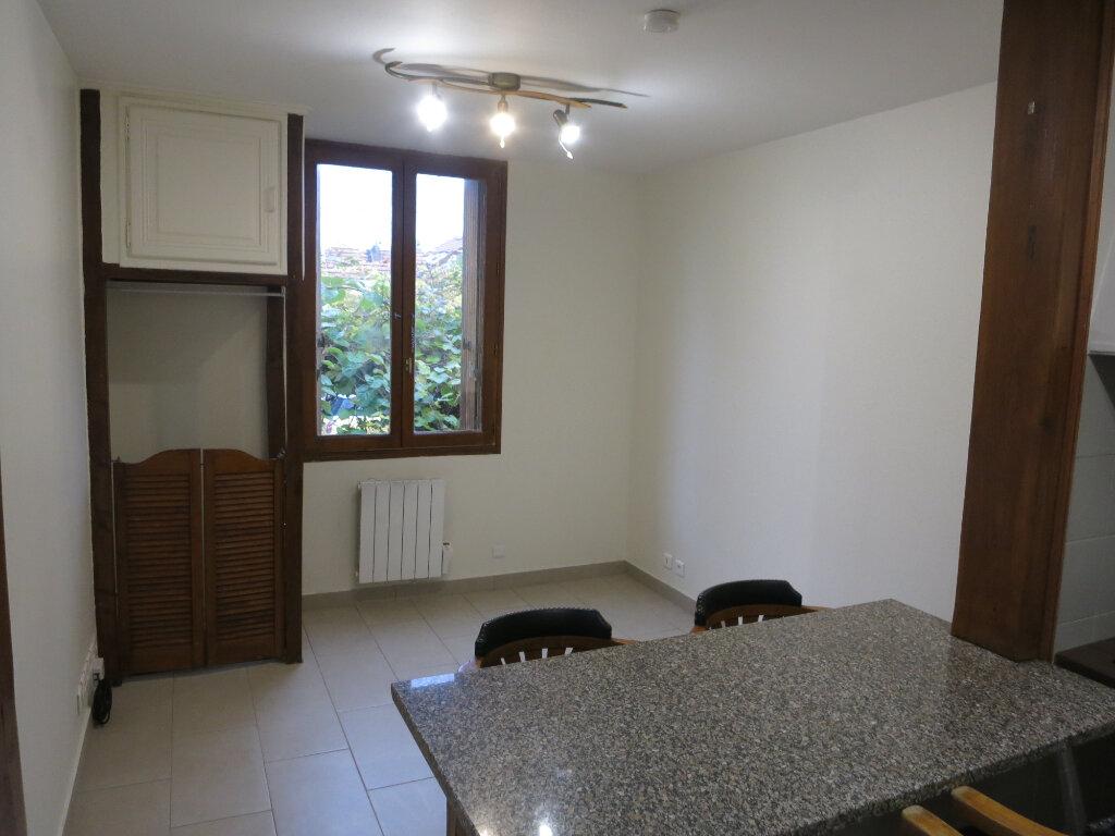 Maison à louer 2 26m2 à Rueil-Malmaison vignette-2
