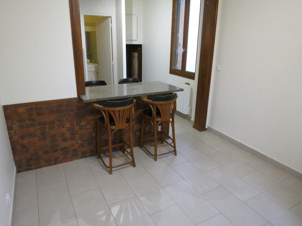 Maison à louer 2 26m2 à Rueil-Malmaison vignette-3