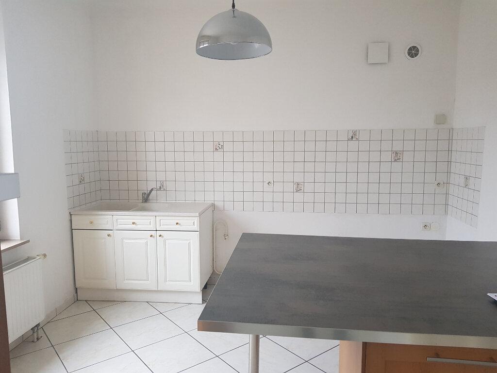 Appartement à louer 3 79.77m2 à Yutz vignette-4