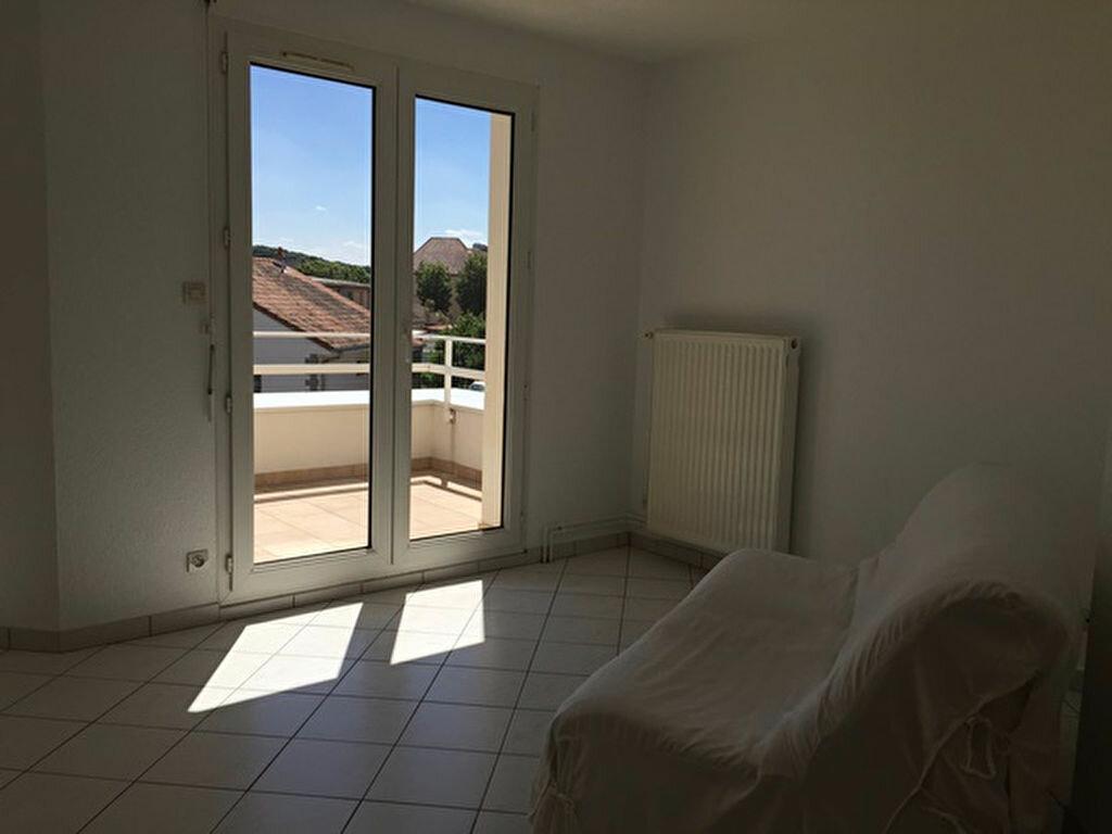 Appartement à louer 2 52m2 à Yutz vignette-2