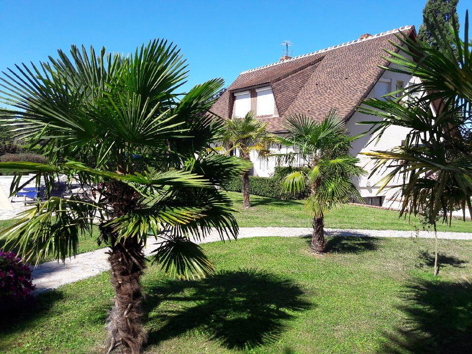 Maison à vendre 6 180m2 à La Chapelle-Montmartin vignette-3