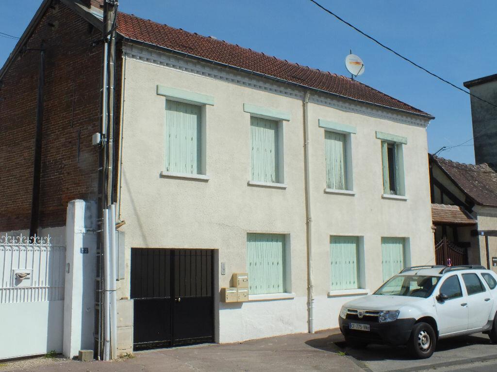 Immeuble à vendre 0 110m2 à Ézy-sur-Eure vignette-1