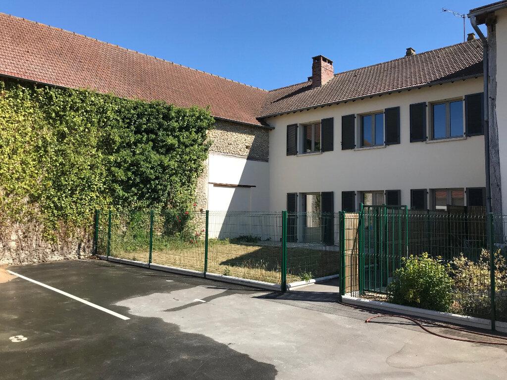 Appartement à louer 4 90m2 à Saint-Lubin-de-la-Haye vignette-1