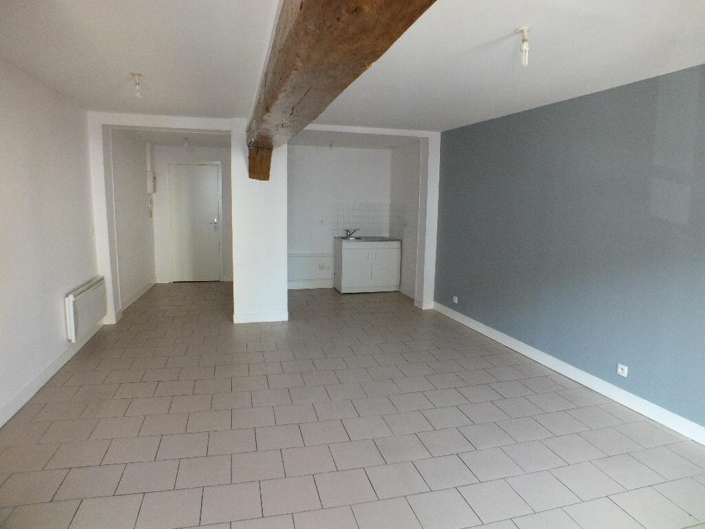Appartement à louer 3 66.53m2 à Ivry-la-Bataille vignette-2