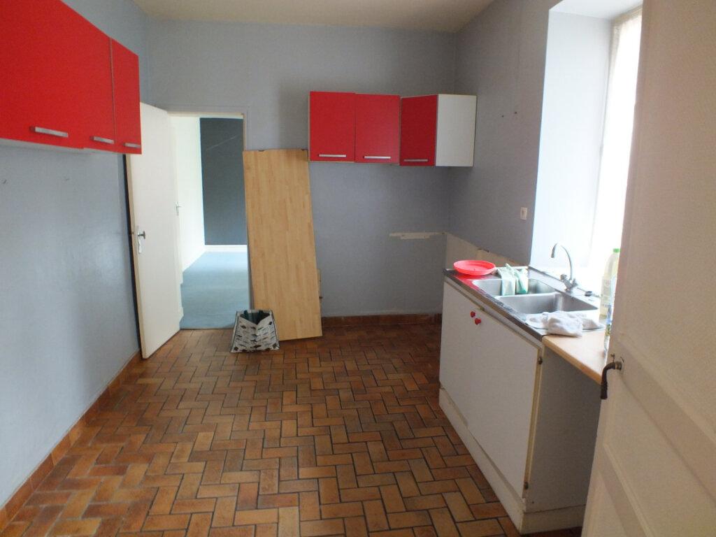 Maison à louer 7 150m2 à Oulins vignette-5