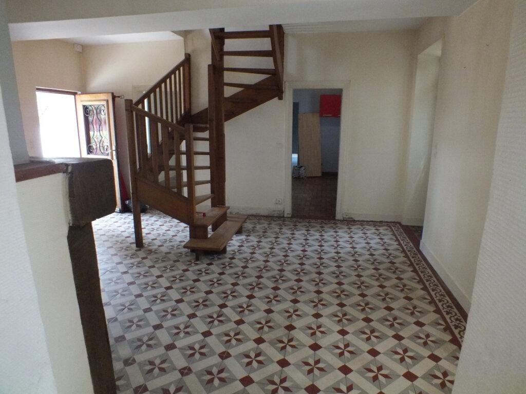Maison à louer 7 150m2 à Oulins vignette-6