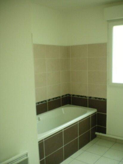 Appartement à louer 4 92.49m2 à Ivry-la-Bataille vignette-4