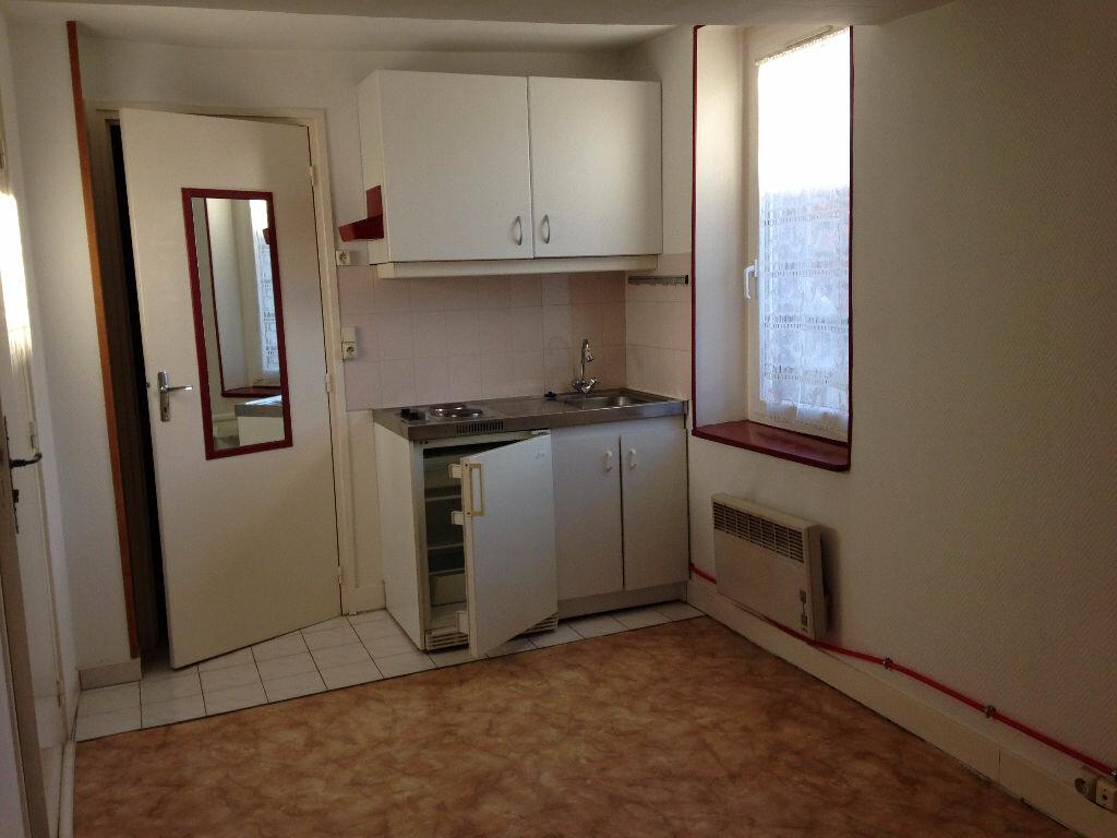 Appartement à louer 1 16m2 à Isles-les-Meldeuses vignette-1
